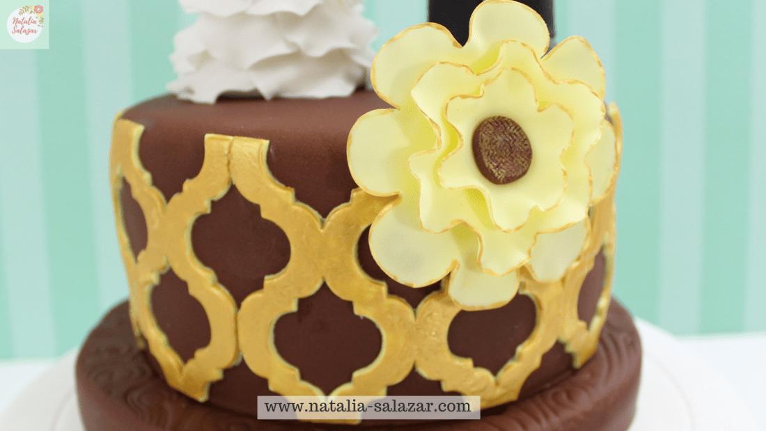 Decoración de torta con fondant chocolate