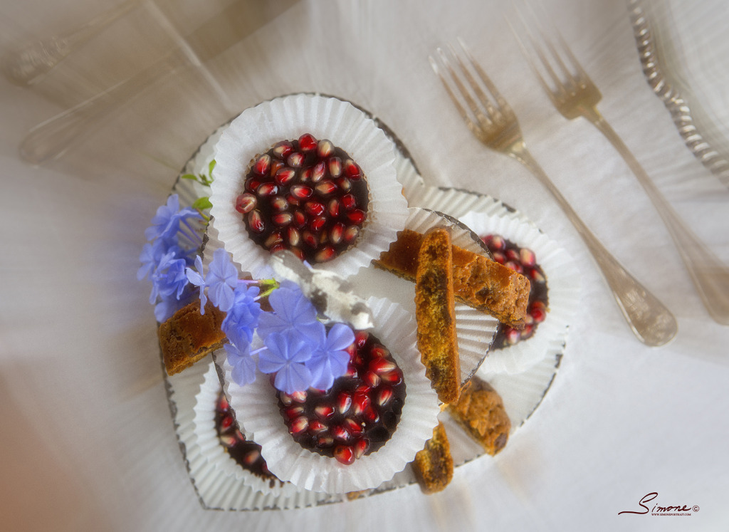 the relaxed atmosphere of a wedding breakfast in Tuscany