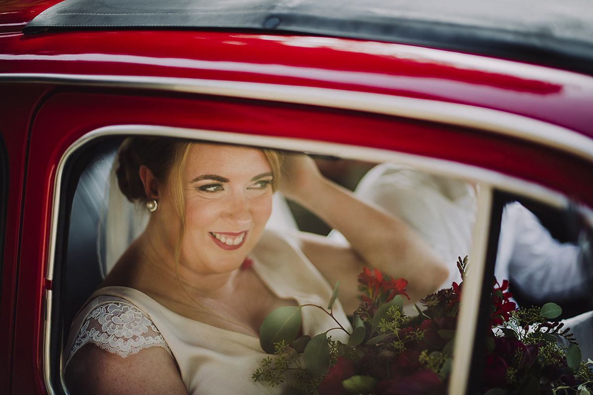 Happy bride arriving to Palazzo Pretorio, Certaldo