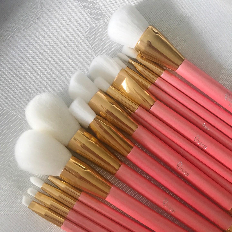 15 Make-Up Brushes for under £12!?