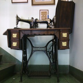 AntiqueSingerMachine