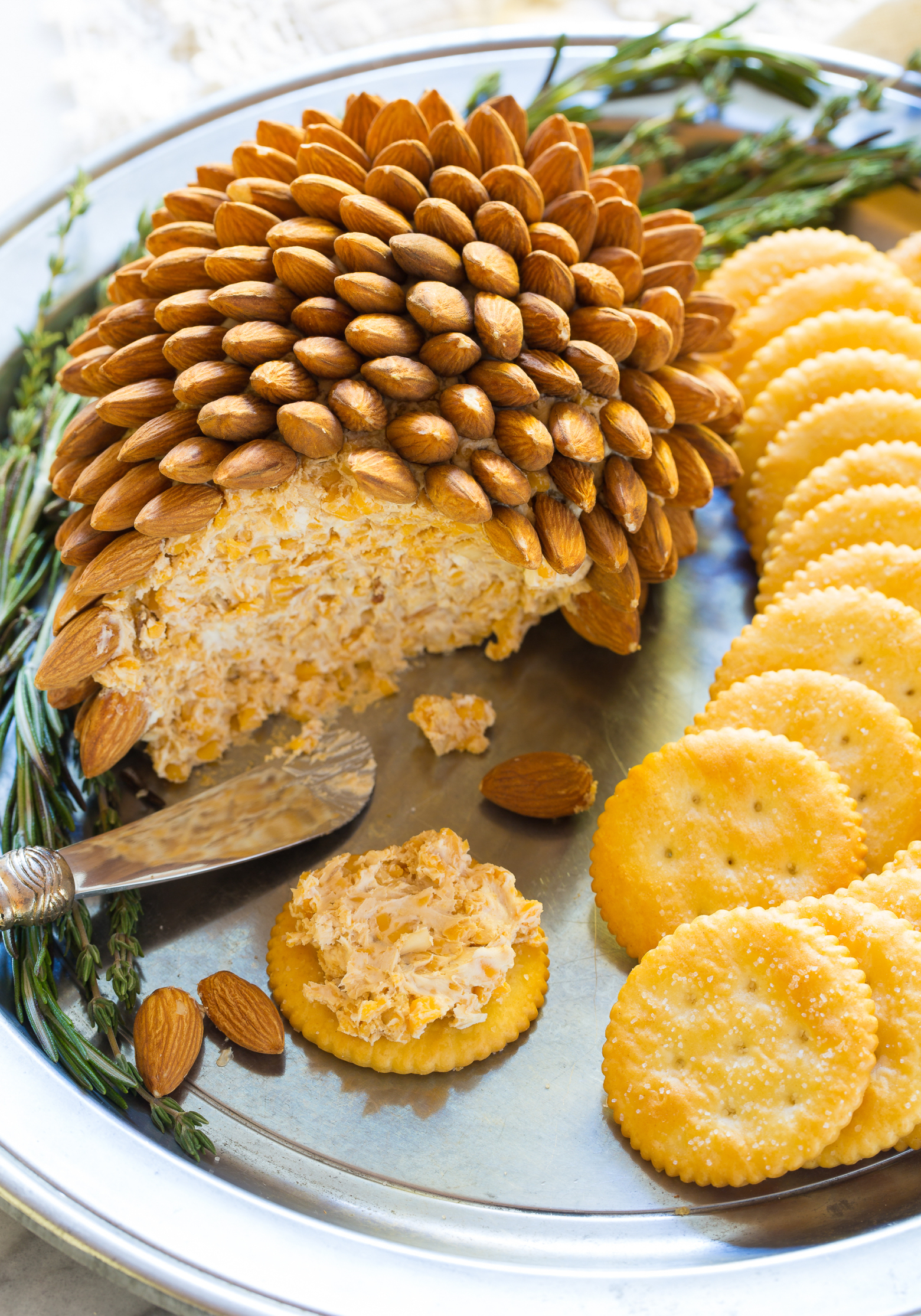 Holiday Cheese Ball.jpg