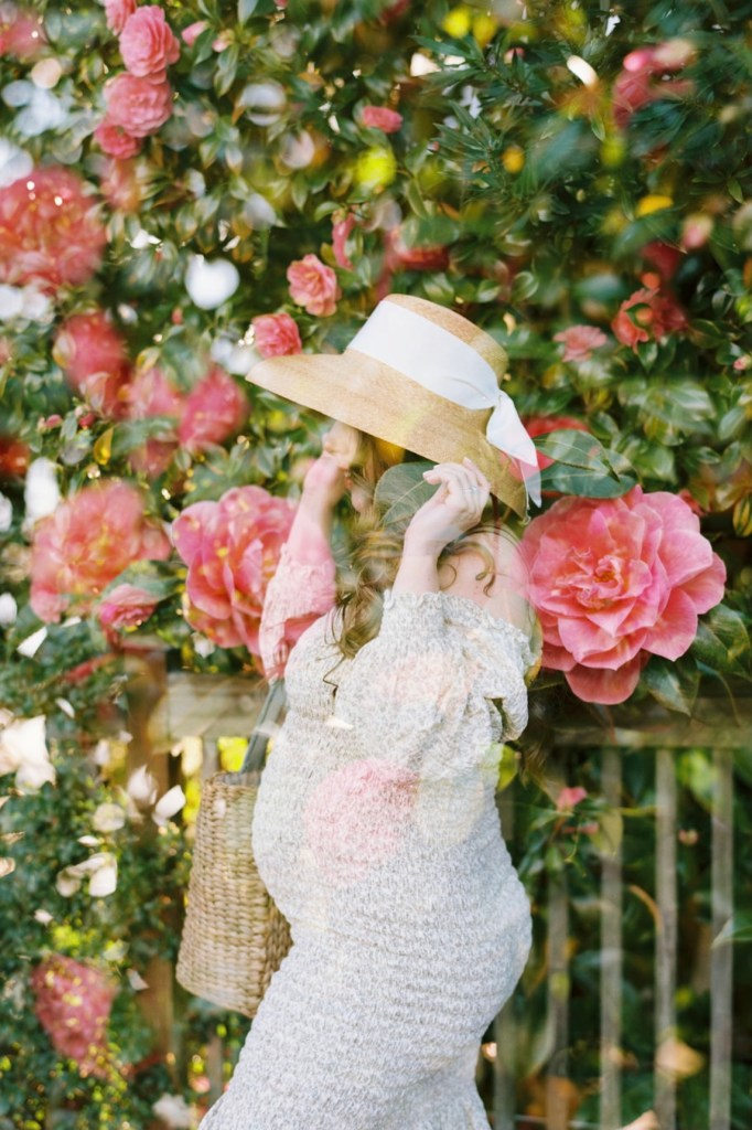 Seattle, WA maternity photos with camellias by Blue Rose Photography