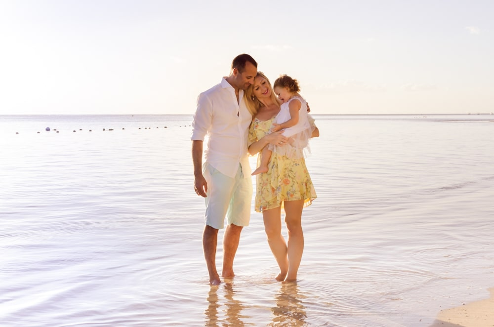 relaxed summer style for beach shoot