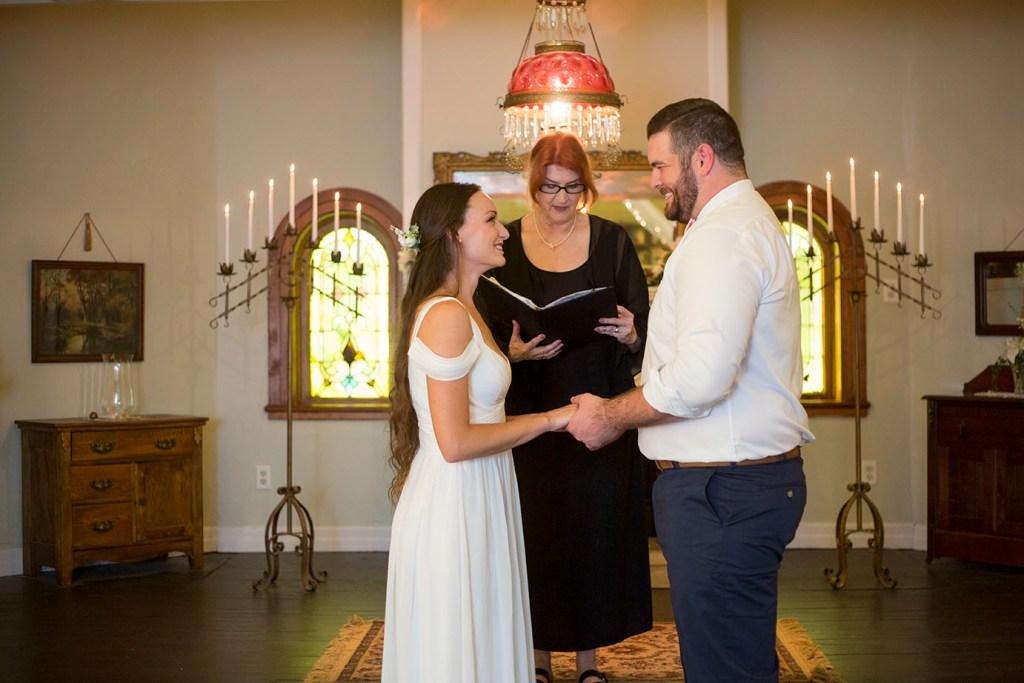 Michigan wedding couple exchanging vows