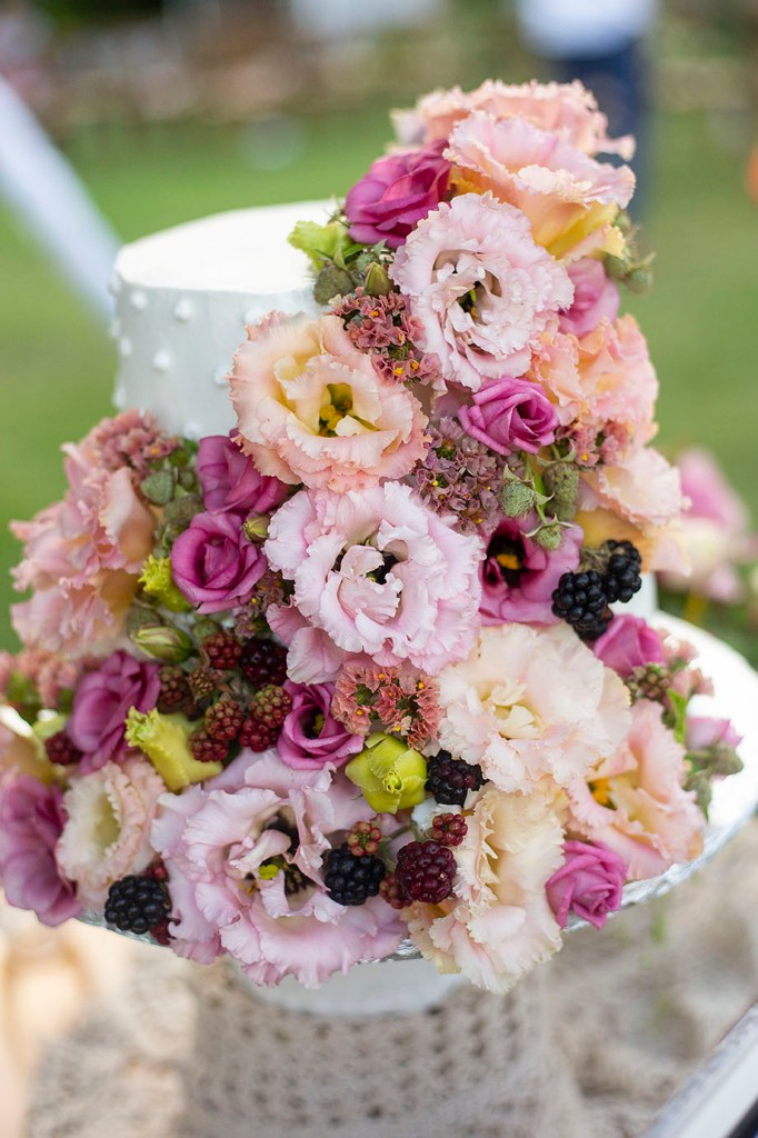 Floral decorations on wedding cake
