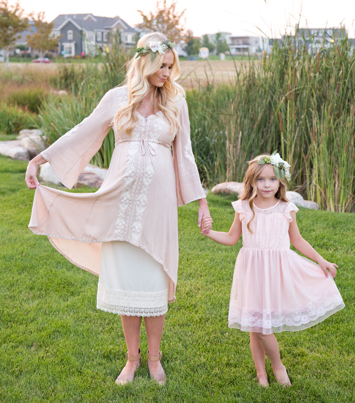 nataliemalan-maternity-style-photoshoot-pink-classic-lake-living-daybreak-dock-flower-crown-pink-gown-green-field-hipster-web