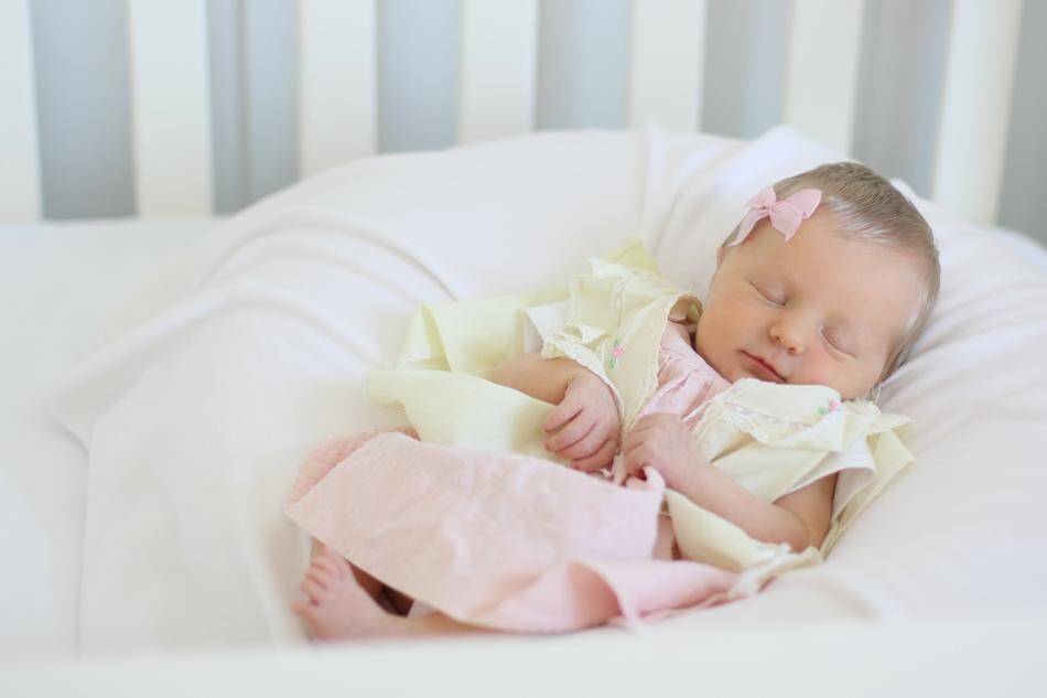 nataliemalan-newborn-hair-vintage-dress-baby-bow-diy3