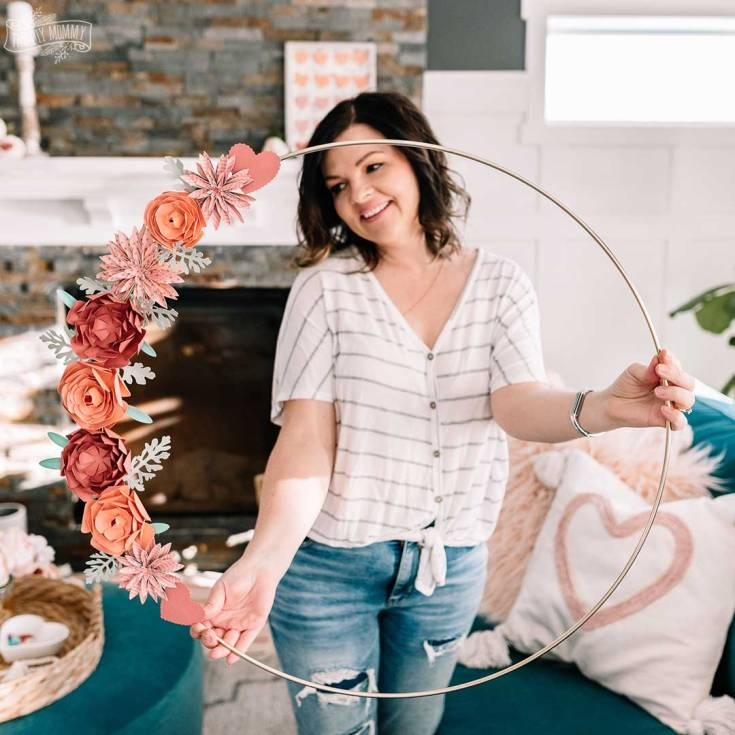 DIY Paper Flower Valentine's Day Wreath with Cricut | The DIY Mommy