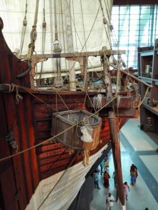 Ada model kapal lain, Jewel of Muscat yang dibuat tanpa paku