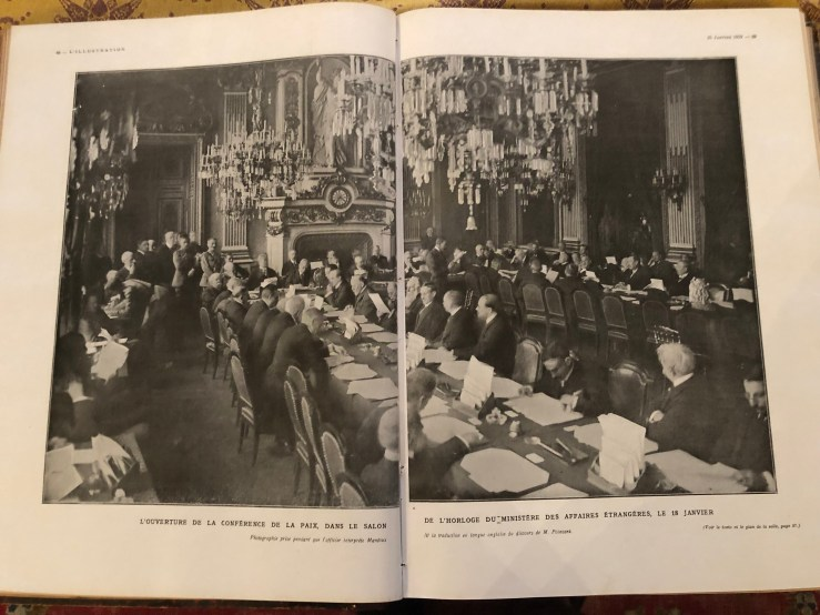 1919-01-18-Martinez Ortiz asiste a la apertura de la Conferencia de Paz-de espaldas pelo blanco muy tupido