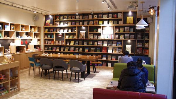 宜蘭行口文旅︱宜蘭旅行必訪第一站:書店喝咖啡。質感創意飯店 – 娜塔蝦的滑雪食旅手記
