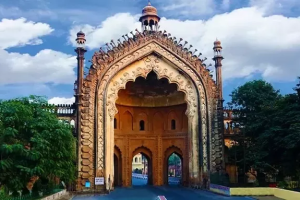 a-to-z-challenge-2017-travel-epiphanies-natasha-musing-X-xenial-city-of-nawabs-Monument
