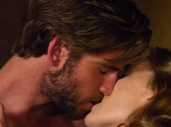 Liam Hemsworth Kiss