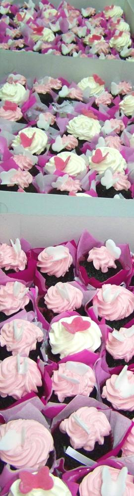 Butterfly cupcakes for a baptism (2/3)