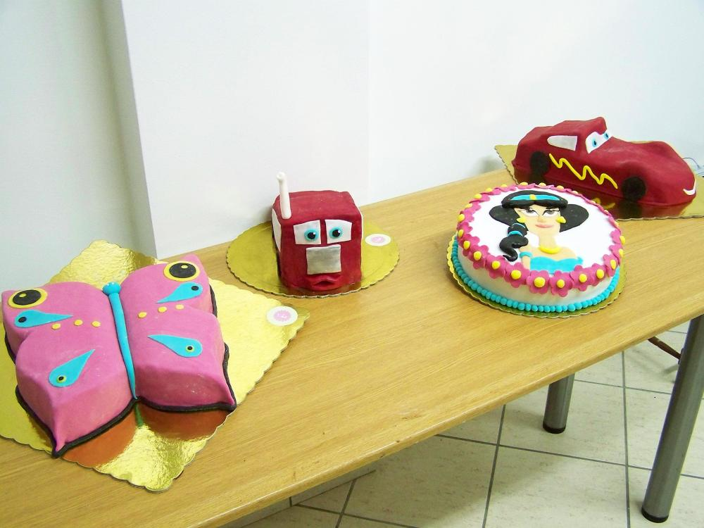 Lots of cakes (1/6)