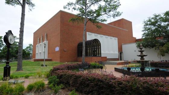 croppedimage680382-Auditorium10