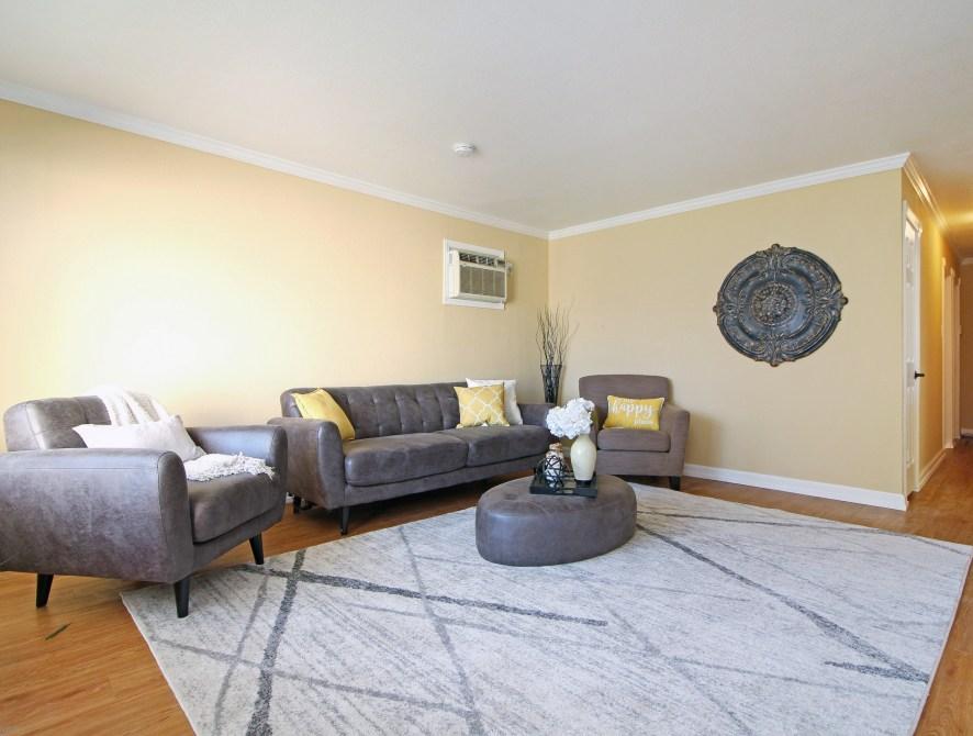 4 Living Room Toward Back