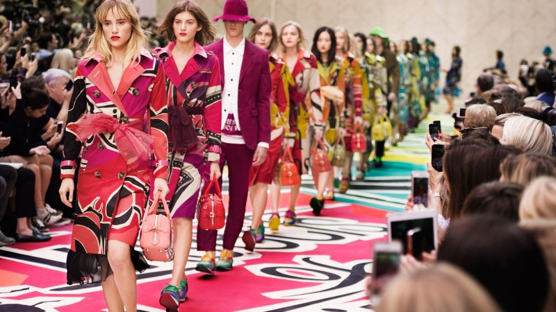 """BURBERRY PRORSUM SPRING/SUMMER 2015 """"THE BIRDS AND THE BEES"""""""