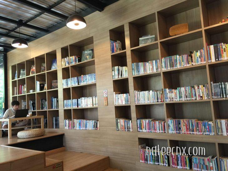 ชั้นหนังสือภายในห้องสมุด Librarista