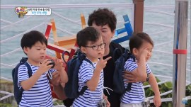 Song Triplets at Oryukdo Skywalk Busan