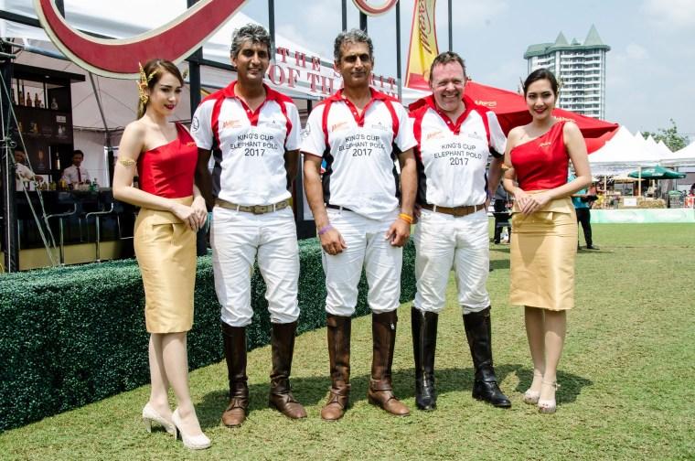 """มร.Uday Kalaan มร.Angad Kalaan และมร.Cameron Humphries ทีมโปโลช้างจากทาง """"Mekhong"""" แม่โขง"""