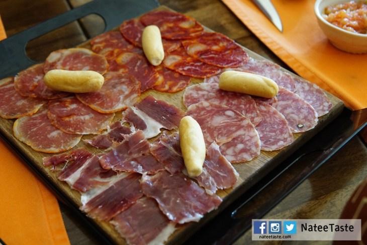 Iberico cold cuts platter (lomo chorizo and salchichon iberico) 850 บาท (100 กรัม)