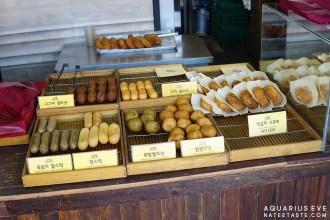 นอกจากโคโรเกะ ก็มีแป้งหนึบทอดรสต่างๆ ด้วยค่ะ (อารมณ์เหมือนขนมไข่นกบ้านเรา)