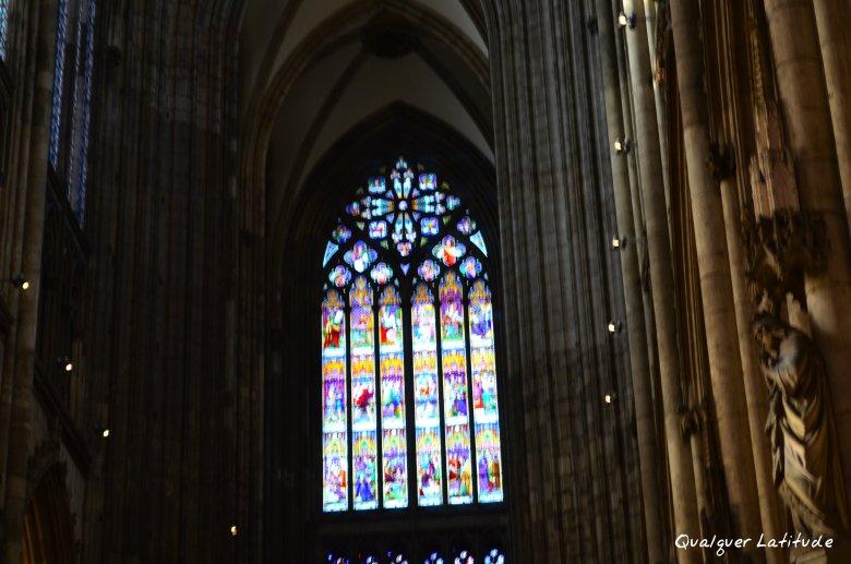 igreja gótiva dentro