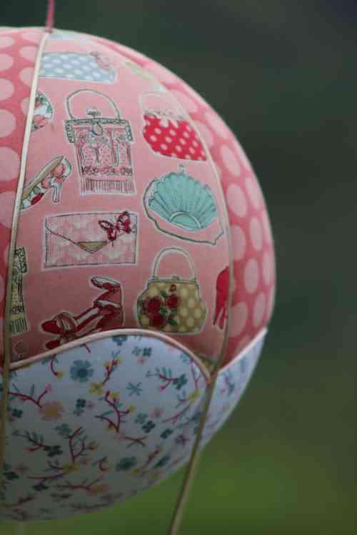 Tissu accessoires de mode - Montgolfière de décoration . Atelier à Villefranque (64)