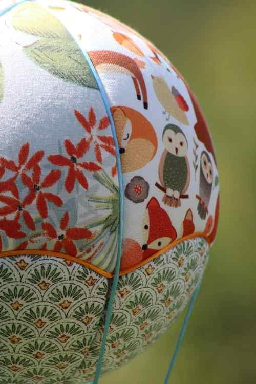 Tissus Animaux de la Forêt et Fleurs - Montgolfière de décoration. Atelier à Villefranque (64)