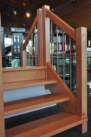 Hier sieht man unsere Treppenfarbe (Buche) und das Geländer.