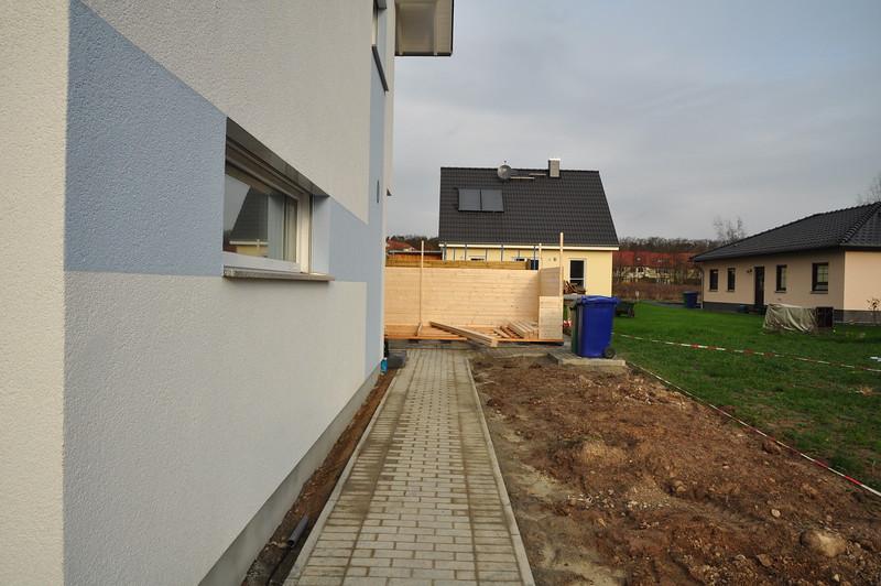 Bild vom halb aufgebauten Gartenhaus.