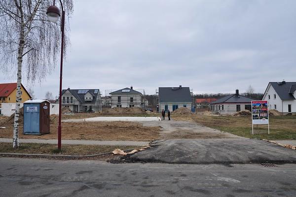 Das Grundstück mit der fertigen Bodenplatte.