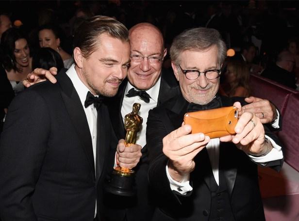 rs_1024x759-160229045155-1024.Leonardo-DiCaprio-Arnon-Milchan-Steven-Spielberg-Oscar-Party-Pics-JR-022916
