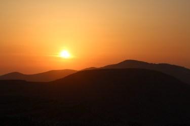 Le soleil se couche sur Folegandros