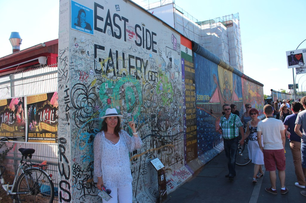 Le départ d'east side gallery, un kilomètre de mur dédié aux artistes