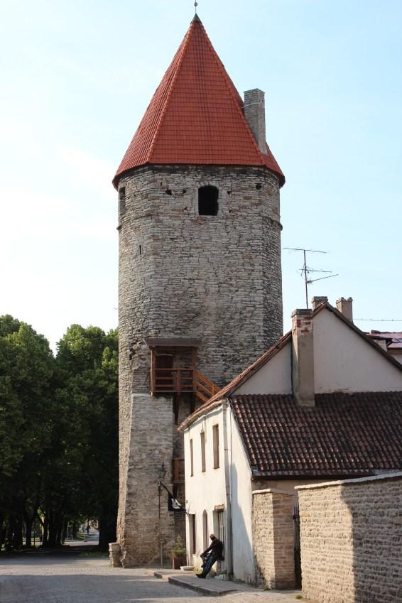 Il reste 20 tours le long des remparts de Tallinn (1,8km)