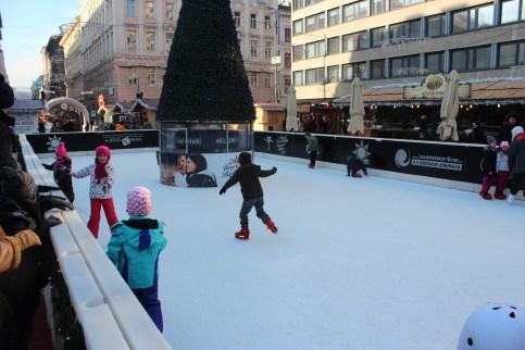 patinage devant Saint-Etienne
