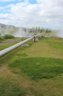 le début des canalisations qui alimentent même Reykjavik en eau chaude
