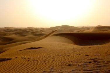 Le désert vers Abbu Dhabi