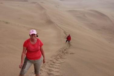on a grimpé jusqu'au sommet de la dune