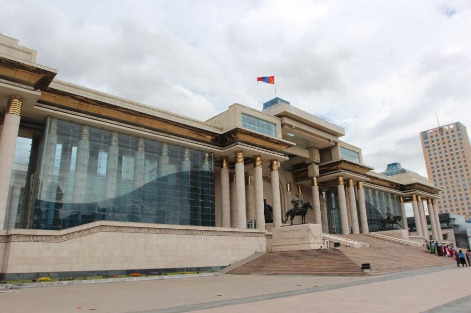 Le parlement mongol sr la place Genghis Khan