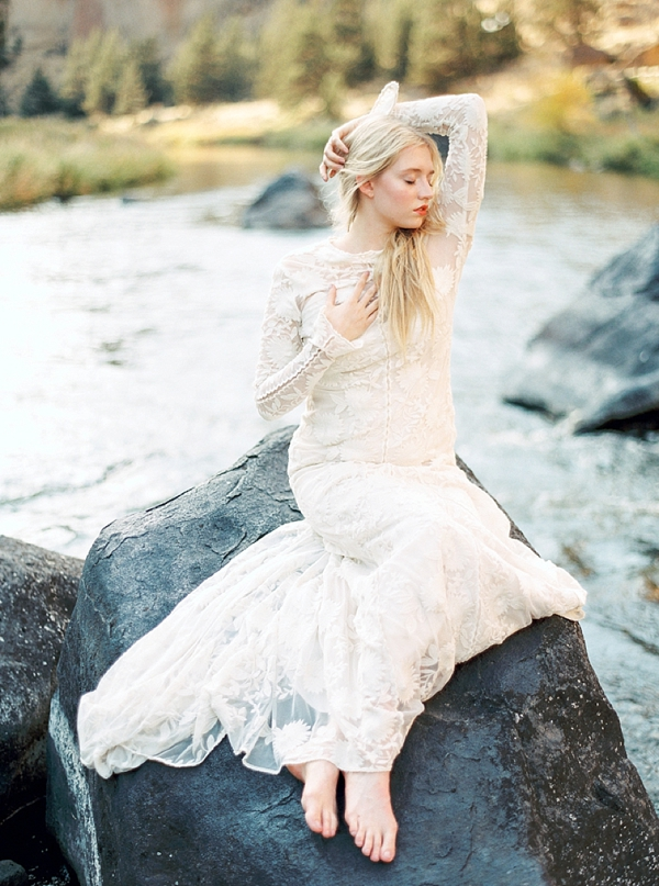 ethereal_Oregon_water_inspired_styled_shoot_by_Connie_Dai_Photography_10