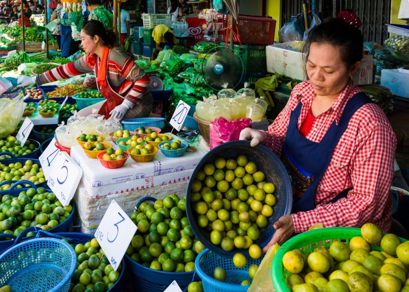 Lime vendors at Klong Toey Market, Image for Blog Becoming Invisible