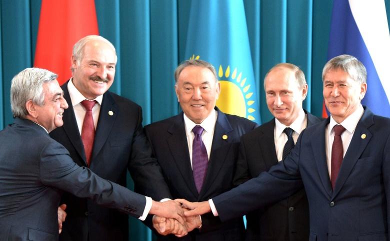 Président de l'Arménie Serzh Sargsyan, Président du Bélarus Alexander Lukashenko, Président du Kazakhstan Nursultan Nazarbayev, Président de la Russie Vladimir Poutine et Président du Kirghizistan Almazbek Atambayev. Kremlin.ru