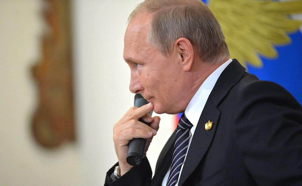 Vladimir Poutine répond aux questions de la presse lors du sommet Octobre 2016 BRICS. Wikimedia Commons / Kremlin.ru
