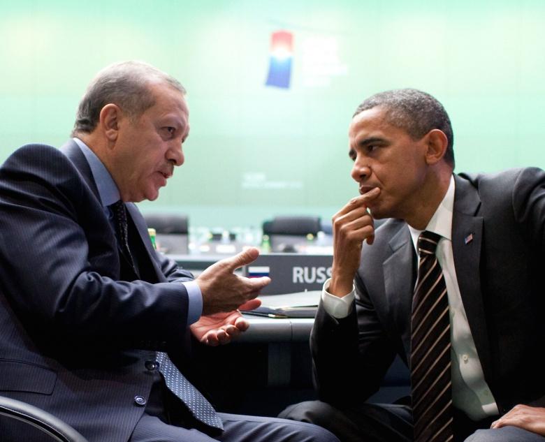 Barack Obama parle avec Recep Tayyip Erdoğan.  Wikimedia Commons / La Maison Blanche