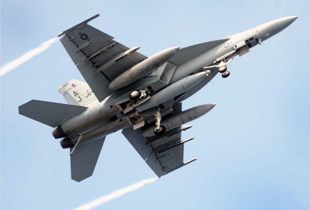 medium resolution of the navy will be getting 14 more f a 18 super hornets that will fly through 2040