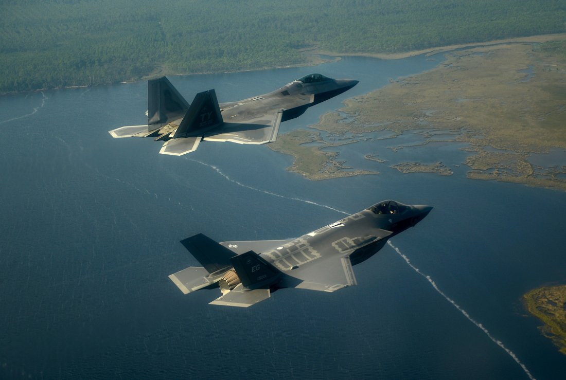 Beware, Russia: Air Force F-22s and European F-35s Are Training ...